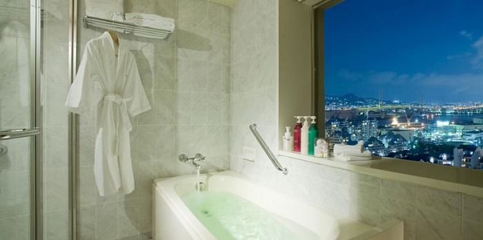 ホテルプラザ神戸のビューバス客室(画像引用元:楽天トラベル)